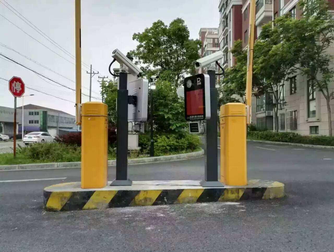 蓬溪华府小区安装车牌识别系统