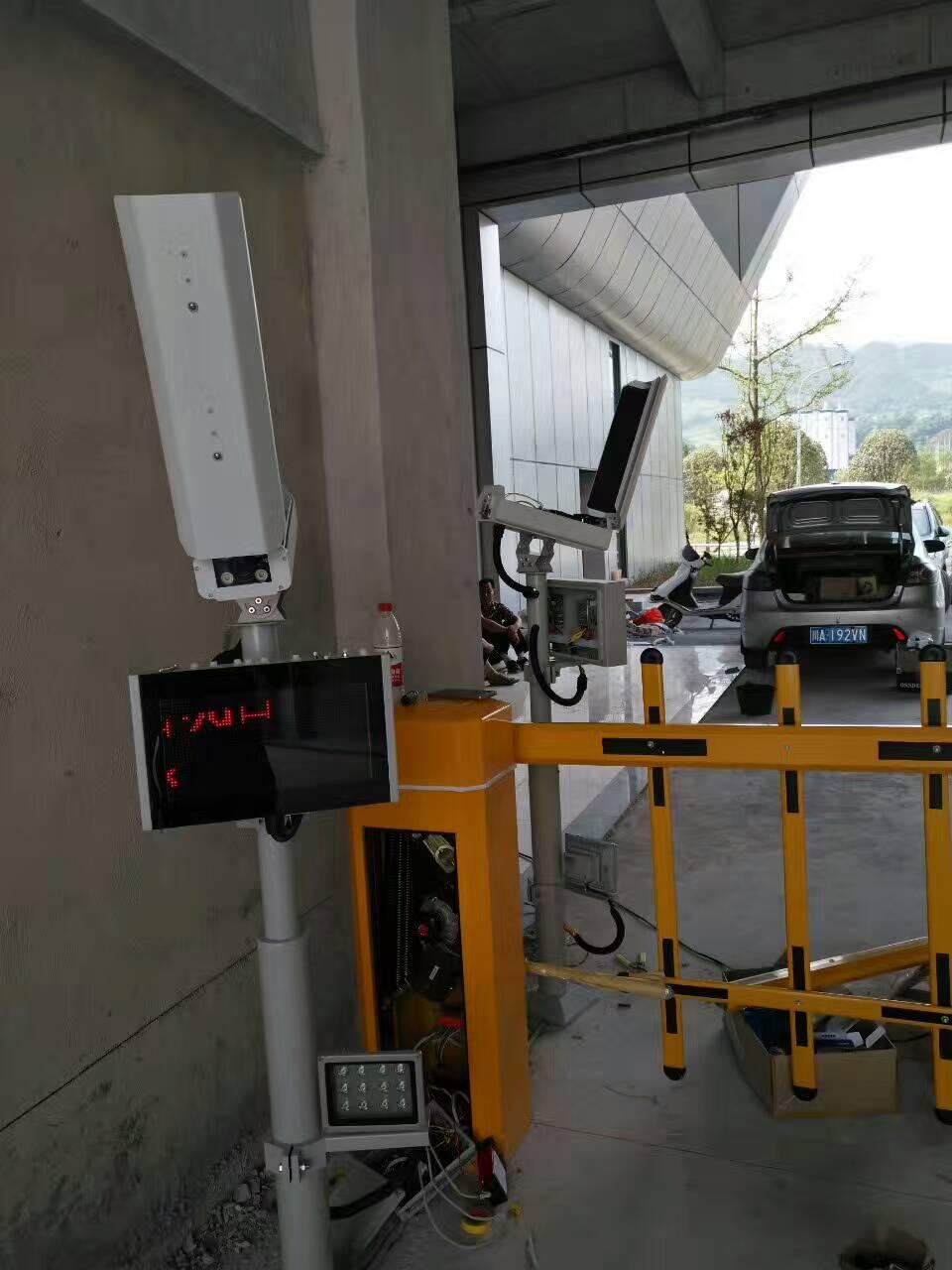 广安邻水新客运中心-停车场系统- 安装车牌识别系统