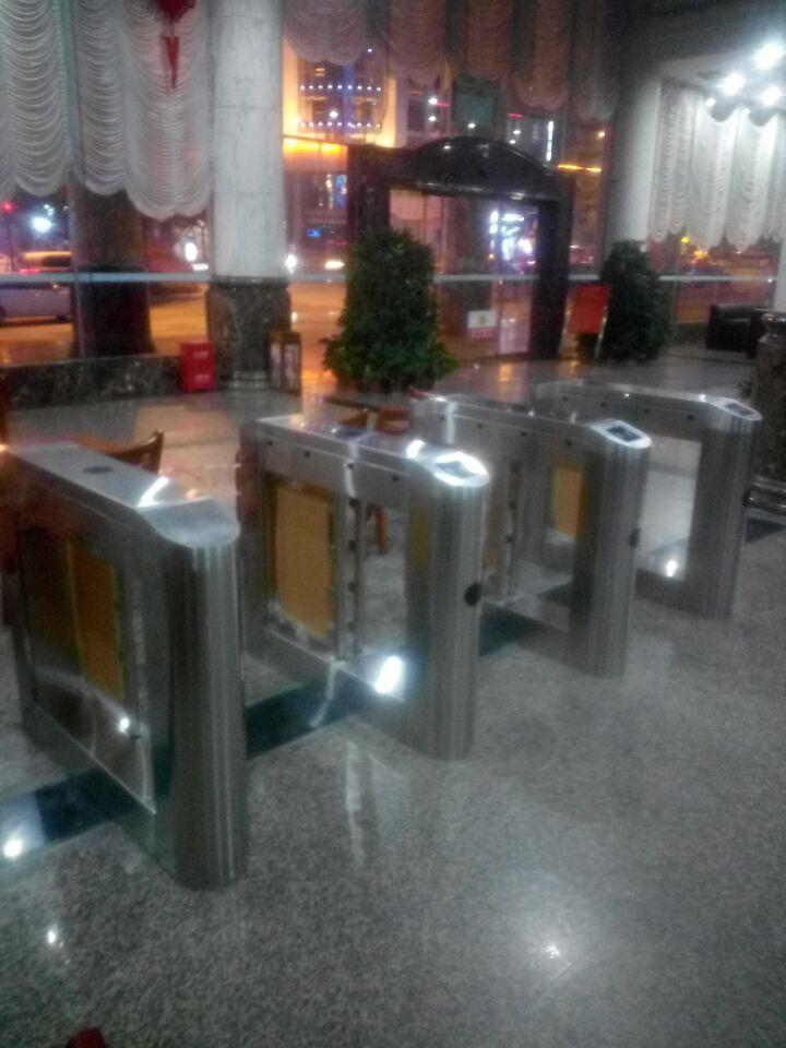 巴中市农业银行-安装人行通道闸